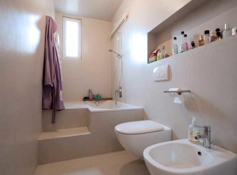 Scala resinata rivestimento gradini e struttura con resine - Scala per bagno ...
