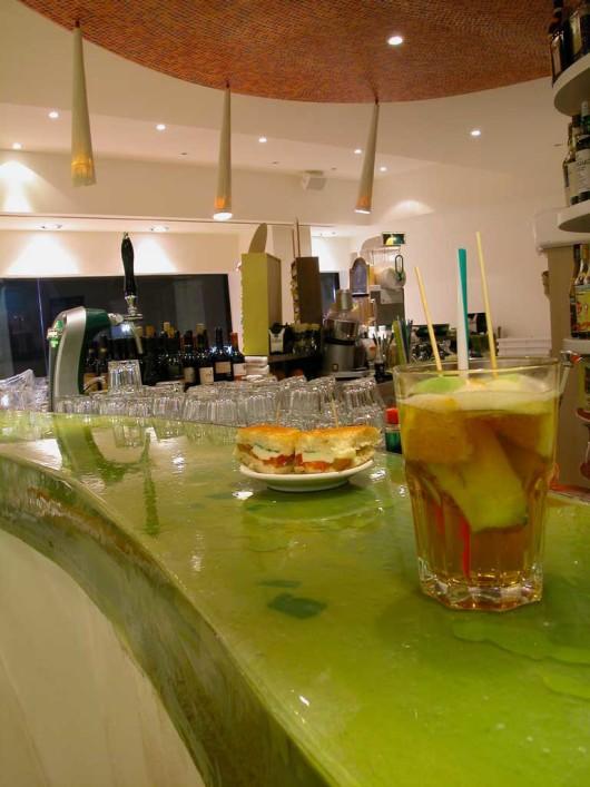 caffe & aperitivi benetton,progetto,resina,costruzione,inserti,lampade,decorazione